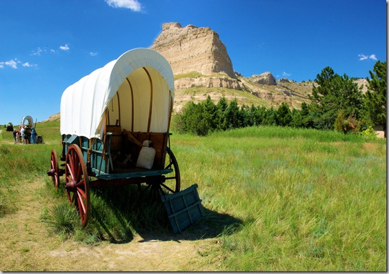 covered wagons on Oregon Trail at Scotts Bluff