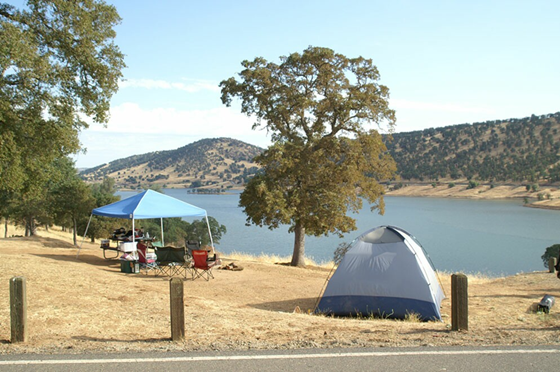 New Melones Lake is located in the western foothills of the Sierra Nevada Mountains at an elevation of approximately 1,100 feet (330 m) above sea level.