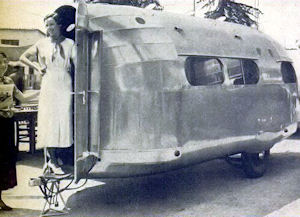An airplane-type trailer planned by W. H. Bowles.